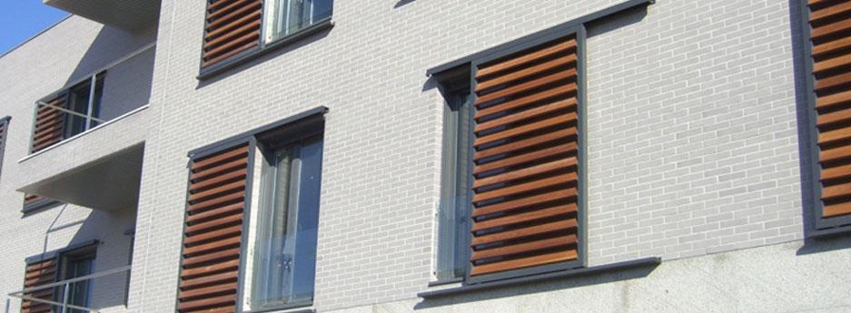 Tamiluz persianas de lamas orientables y regulables en for Porticones madera exteriores