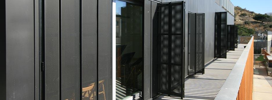tamiluz volets coulissants ou pliables de t le. Black Bedroom Furniture Sets. Home Design Ideas